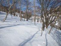 丸山へのトラバース、吹雪いて視界がなくなると分かりづらい